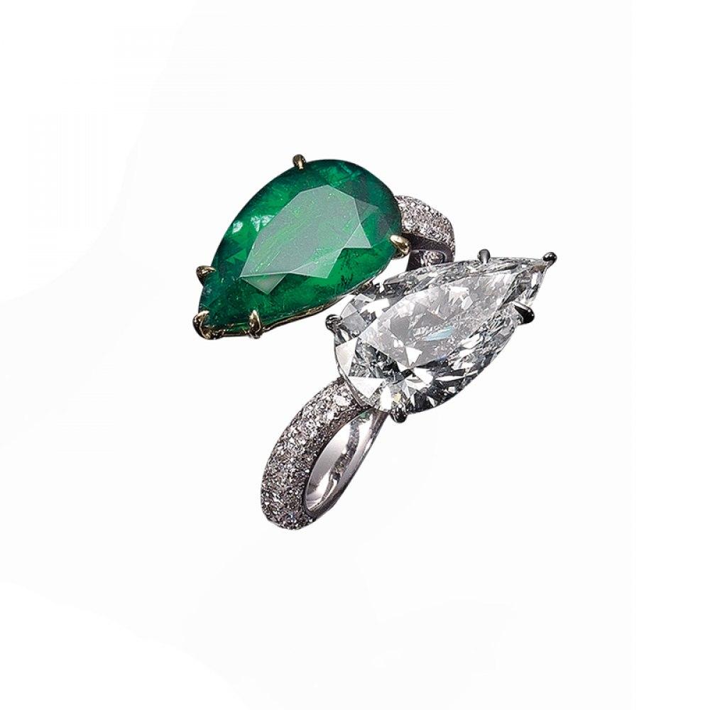 KESSARIS Emerald & Diamond Twin Stone Ring M2729