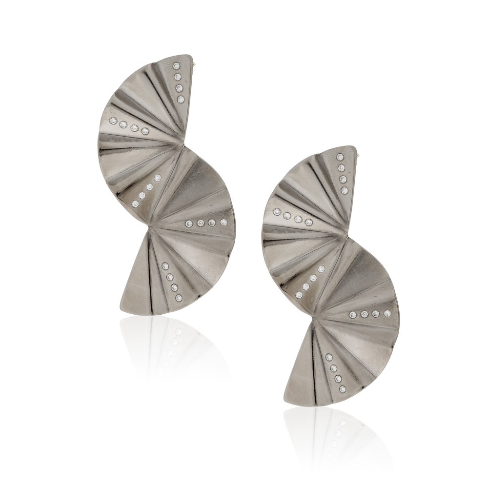 ANASTASIA KESSARIS Geisha Reflection Graphite Titanium Diamond Earrings SKP182084_GP