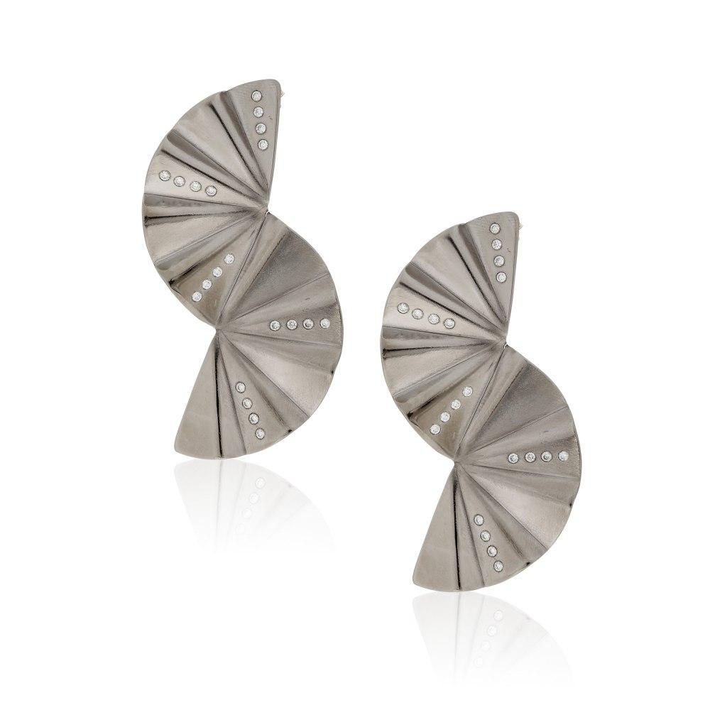 ANASTASIA KESSARIS Geisha Reflection Graphite Titanium Diamond Earrings SKP182084_GP