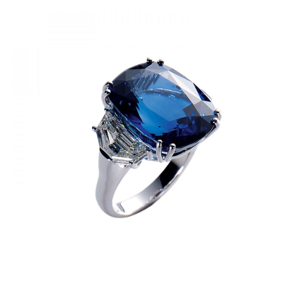 KESSARIS Natural Cushion Cut Sapphire Ring DAP000003