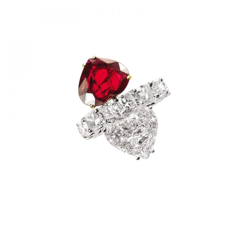 KESSARIS Diamond & Ruby Heart Twin Stone On Eternity Band DAP130100