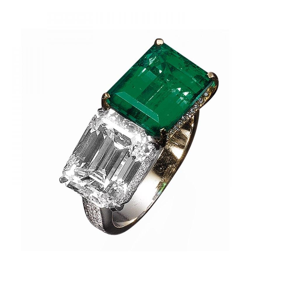 KESSARIS Emerald & Diamond Twin Stone Ring DAP76120