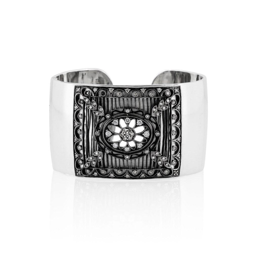 KESSARIS Diamond Cuff Bracelet BRP161623