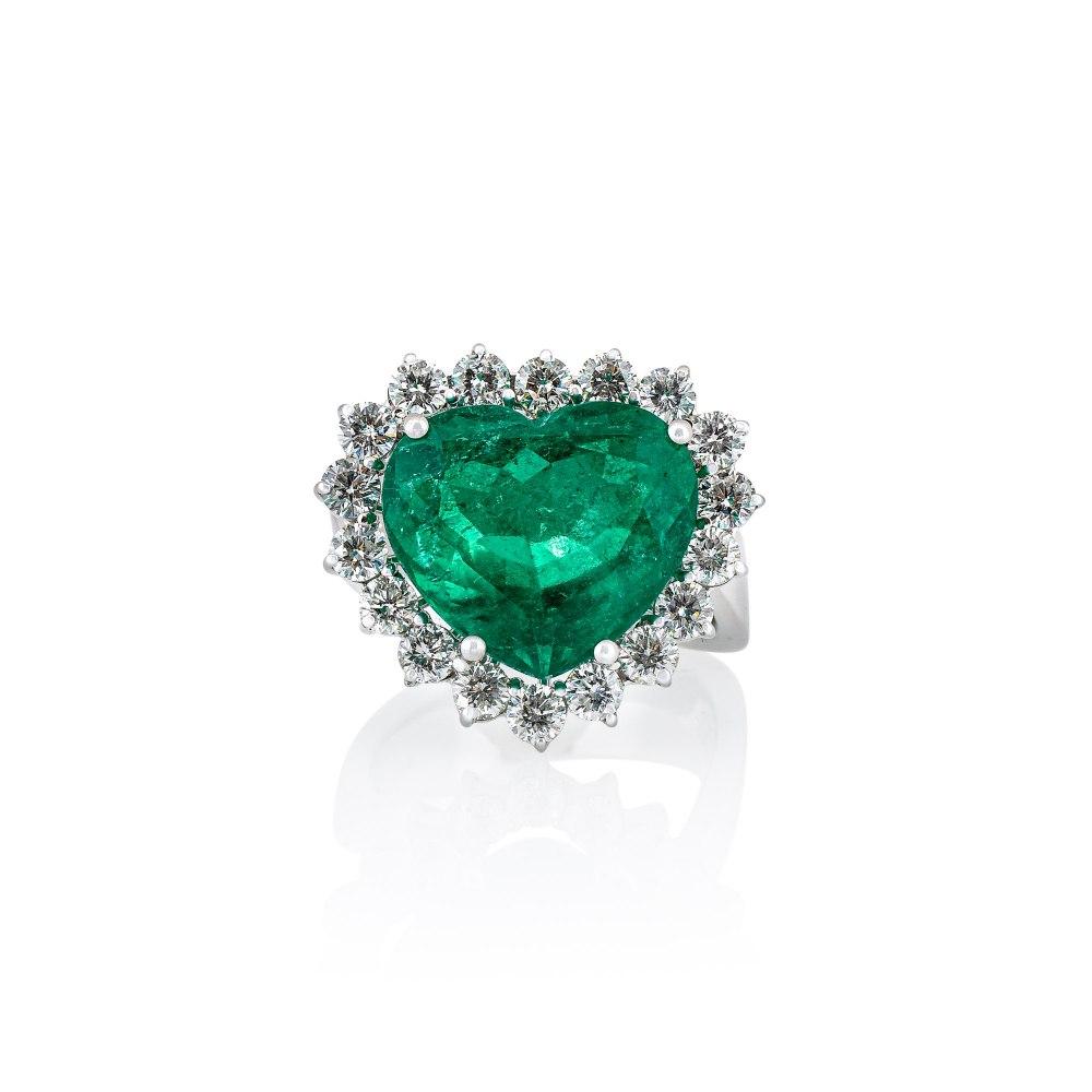 KESSARIS Heart Emerald Ring T.NEW.0017