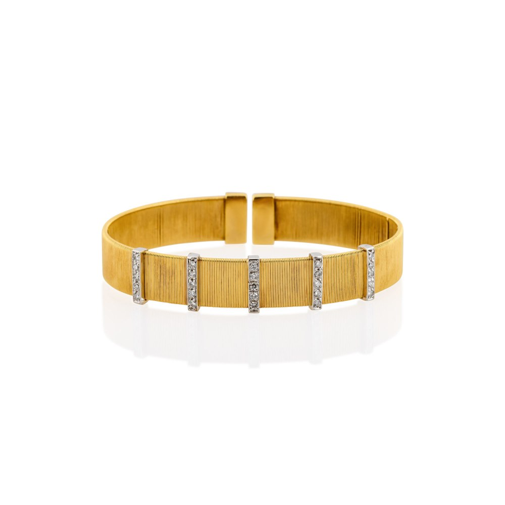 KESSARIS Yellow Gold Diamond Cuff Bracelet BRX049375